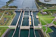 Nederland, Zeeland, Philipsdam, 23-10-2013; Krammersluizen onderdeel van de Schelde-Rijnverbinding. De sluizen bevinden zich tussen het zoete water van het  Volkerak en het zoute water de Oosterschelde (via de Krammer). <br /> Philipsdam with Krammersluizen, part of the Delta Works.<br /> luchtfoto (toeslag op standaard tarieven);<br /> aerial photo (additional fee required);<br /> copyright foto/photo Siebe Swart.