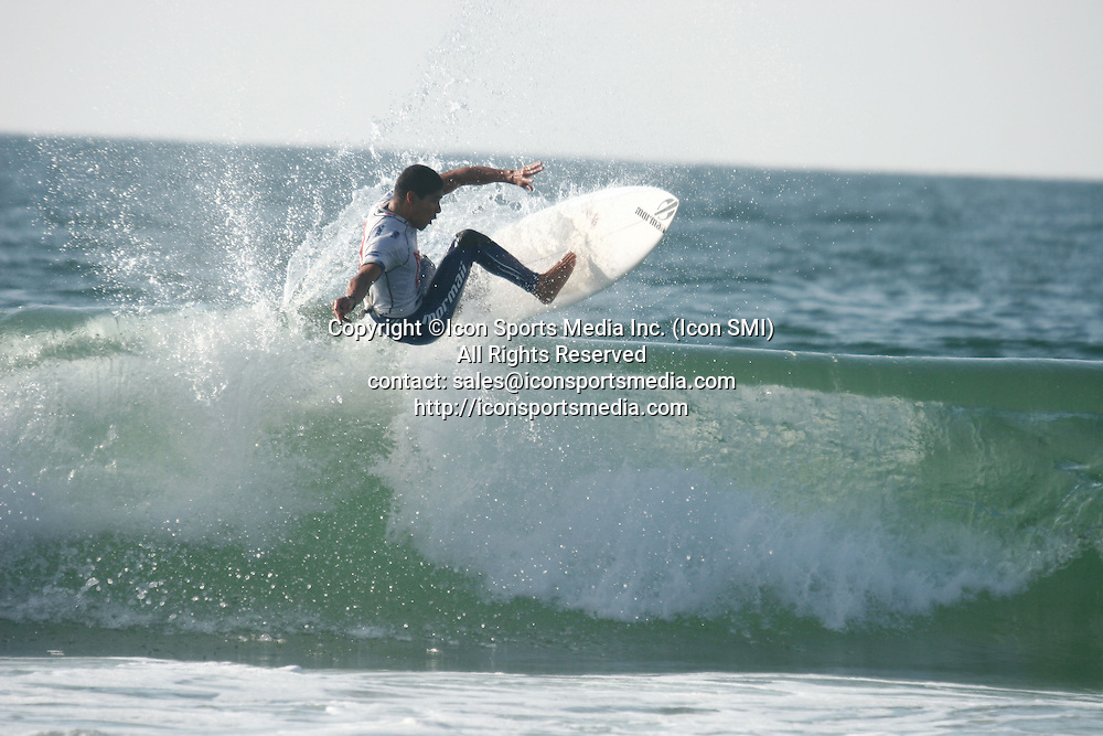 26 Sept 09 : Heitor Alves (Bra) during the Quiksilver Pro France in Hossegor beach Seignosse Les Bourdaines