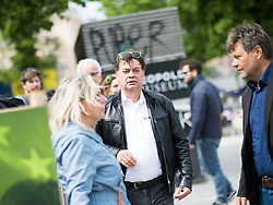 27.04.2019, Mariahilferstrasse, Wien, AUT, Die Grünen, Wahlkampfauftakt zur EU-Wahl. im Bild EU-Spitzenkandidat Werner Kogler (Grüne) // Topcandidate of the Austrian Greens for EU elections Werner Kogler during campaign opening of the Austrian Greens due to European Elections in Vienna, Austria on 2019/04/27. EXPA Pictures © 2019, PhotoCredit: EXPA/ Michael Gruber