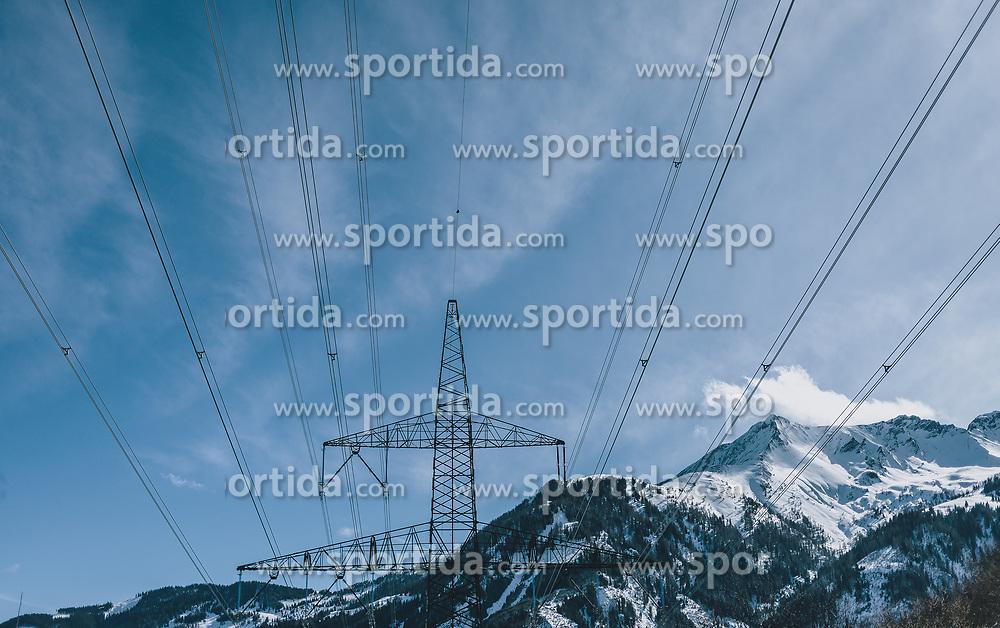 THEMENBILD - Strommast vor blauem Himmel und einem Bergmassiv, aufgenommen am 27. Februar 2020 in Kaprun, Oesterreich // Power pole against a blue sky and a mountain skyline, in Kaprun, Austria on 2020/02/27. EXPA Pictures © 2020, PhotoCredit: EXPA/Stefanie Oberhauser