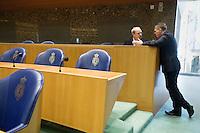 Nederland. Den Haag, 22 oktober 2008.<br /> TWEEDE KAMER-EUROPESE TOP. Thesaurier-Generaal Ronald Gerritse in gesprek met zijn minister Bos voor aanvang.<br /> Minister van Financien Wouter Bos en minister-president Jan Peter Balkenende tijdens het debat over de Europese top in de Tweede Kamer.. In dit debat zal ook ING ter sprake komen. <br /> <br /> Foto Martijn Beekman<br /> NIET VOOR PUBLIKATIE IN LANDELIJKE DAGBLADEN.