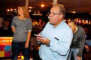 07-11-2015 VOETBAL: SUPPORTERCLUB BOWLINGAVOND<br /> De supportersclub Willem II organiseerde voor haar leden de jaarlijkse bowlingavond die deze keer heel goed bezocht was<br /> <br /> Voorzitter Jan van den Dries met de jurering<br /> <br /> Foto: Geert van Erven