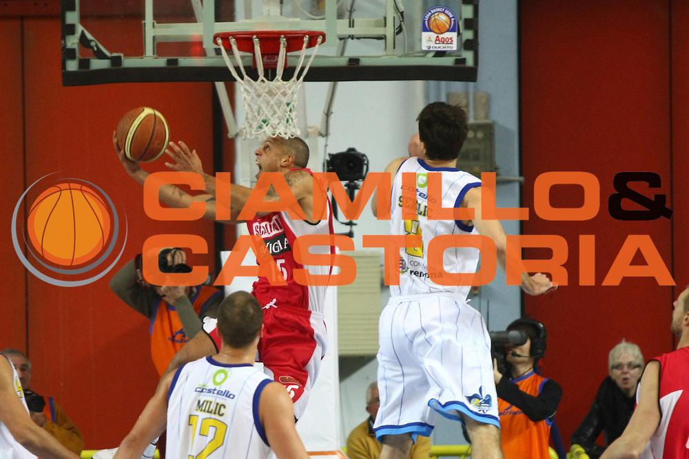 DESCRIZIONE : Cremona Lega A 2010-2011 Vanoli Braga Cremona Scavolini Siviglia Pesaro<br />GIOCATORE : Daniel Hackett <br />SQUADRA : Scavolini Siviglia Pesaro<br />EVENTO : Campionato Lega A 2010-2011<br />GARA : Vanoli Braga Cremona Scavolini Siviglia Pesaro<br />DATA : 12/12/2010<br />CATEGORIA : Tiro <br />SPORT : Pallacanestro<br />AUTORE : Agenzia Ciamillo-Castoria/F.Zovadelli<br />GALLERIA : Lega Basket A 2010-2011<br />FOTONOTIZIA : Cremona Campionato Italiano Lega A 2010-11 Vanoli Braga Cremona Scavolini Siviglia Pesaro<br />PREDEFINITA :