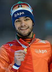 24-01-2015 NED: ISU European Championships Shorttrack, Dordrecht<br /> In een volgepakt hal weet Sjinkie Knegt Europees kampioen op de 1500 meter te worden. In een rechtstreeks duel verslaat hij Victor An