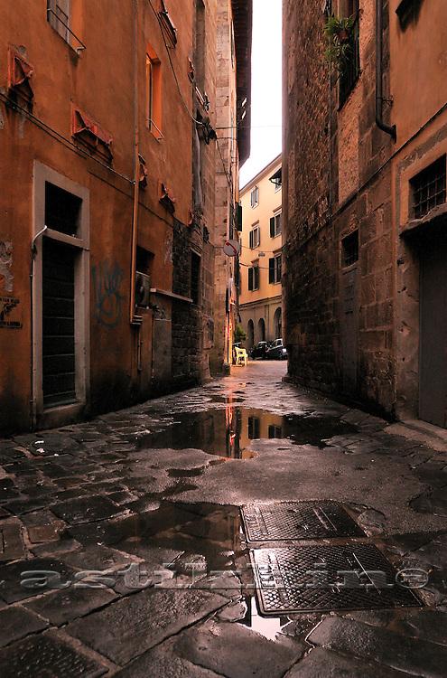 Narrow street of Pisa