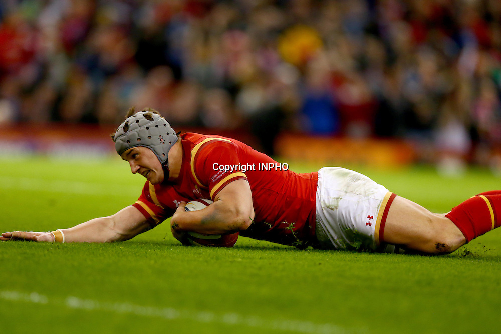RBS 6 Nations Championship Round 5, Principality Stadium, Cardiff, Wales 19/3/2016<br /> Wales vs Italy<br /> Jonathan Davies of Wales scores a try<br /> Mandatory Credit &copy;INPHO/Donall Farmer
