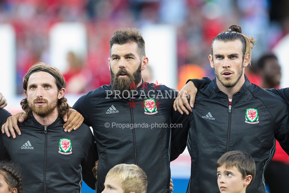 TOULOUSE, FRANCE - Monday, June 20, 2016: Wales players line up to sing the National Anthem ahead of the final Group B UEFA Euro 2016 Championship match against Russia at Stadium de Toulouse. LtR: Joe Allen, Joe Ledley and Gareth Bale.(Pic by Paul Greenwood/Propaganda)