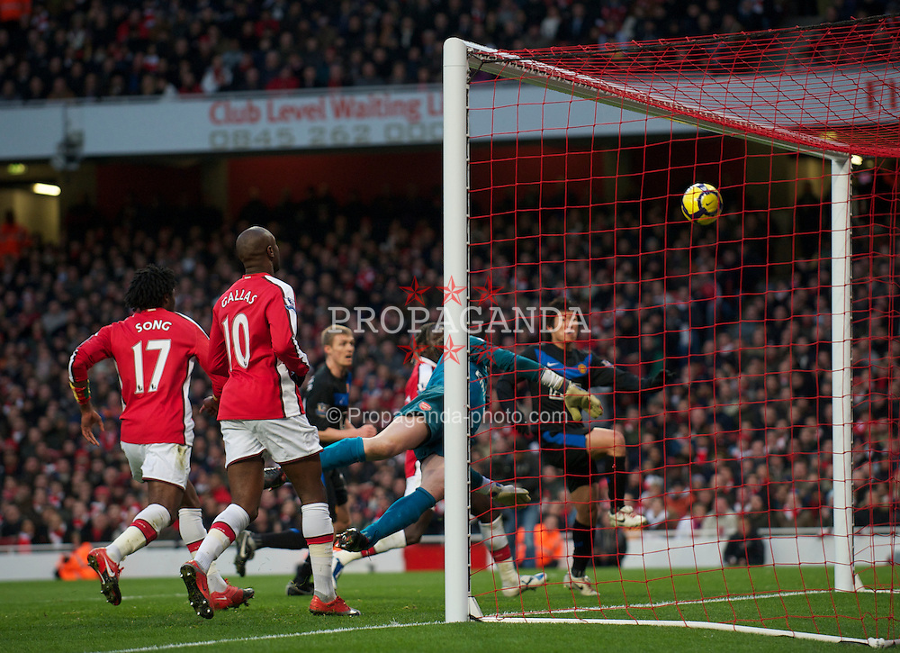 LONDON, ENGLAND - Sunday, January 31, 2010: Arsenal's Manuel Almunia palms the ball into his own net during the Premiership match at the Emirates Stadium. (Photo by Chris Brunskill/Propaganda)