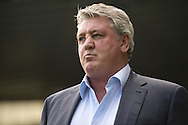Hull City manager Steve Bruce before during the Sky Bet Championship Playoff Semi Final First Leg at the iPro Stadium, Derby<br /> Picture by Russell Hart/Focus Images Ltd 07791 688 420<br /> 14/05/2016