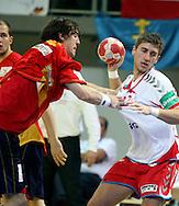GEPA-24011079131 - INNSBRUCK,AUSTRIA,24.JAN.10 - SPORT DIVERS, HANDBALL - EHF Europameisterschaft, EURO 2010, Laenderspiel, Polen vs Spanien. Bild zeigt Viran Morros De Argila (ESP) und Tomasz Rosinski (POL). Foto: GEPA pictures/ Amir Beganovic.FOT. GEPA / WROFOTO.*** POLAND ONLY !!! ***