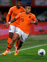 10-10-2019 NED: Netherlands - Northern Ireland, Rotterdam<br /> UEFA Qualifying round Group C match between Netherlands and Northern Ireland at De Kuip in Rotterdam / Memphis Depay #10 of the Netherlands, Denzel Dumfries #22 of the Netherlands