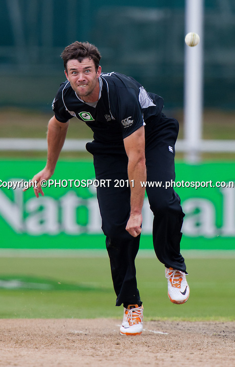 James Franklin bowls during the 5th ODI, Black Caps v Pakistan, One Day International Cricket at Seddon Park, Hamilton, New Zealand. Thursday 3 February 2011. Photo: Stephen Barker/PHOTOSPORT