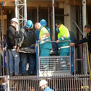 NLD/Huizen/20061109 - Bedrijfsongeval bouwplaats Bestevear Huizen, man van 2de verdieping gevallen