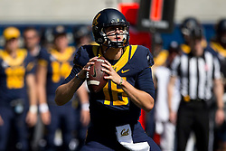 BERKELEY, CA - OCTOBER 03:  Quarterback Jared Goff #16 of the California Golden Bears stands in the pocket against the Washington State Cougars during the second quarter at California Memorial Stadium on October 3, 2015 in Berkeley, California. (Photo by Jason O. Watson/Getty Images) *** Local Caption *** Jared Goff