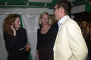 Rebekah Wade, Elizabeth Murdoch and James Murdoch. Yoo party. Hall Rd. London NW8. 28 September 2000. © Copyright Photograph by Dafydd Jones 66 Stockwell Park Rd. London SW9 0DA Tel 020 7733 0108 www.dafjones.com