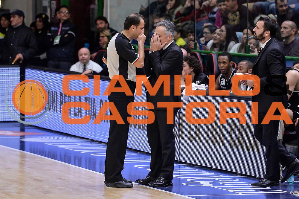 DESCRIZIONE : Beko Legabasket Serie A 2015- 2016 Dinamo Banco di Sardegna Sassari - Obiettivo Lavoro Virtus Bologna<br /> GIOCATORE : Tolga Sahin Giorgio Valli<br /> CATEGORIA : Fair Play Allenatore Coach<br /> SQUADRA : Obiettivo Lavoro Virtus Bologna<br /> EVENTO : Beko Legabasket Serie A 2015-2016<br /> GARA : Dinamo Banco di Sardegna Sassari - Obiettivo Lavoro Virtus Bologna<br /> DATA : 06/03/2016<br /> SPORT : Pallacanestro <br /> AUTORE : Agenzia Ciamillo-Castoria/L.Canu