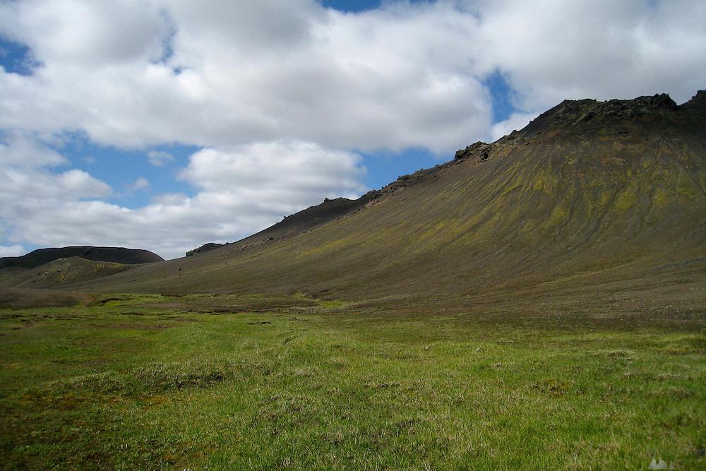 Green hills near Álftavatn, along the Laugavegur trail in southern Iceland.