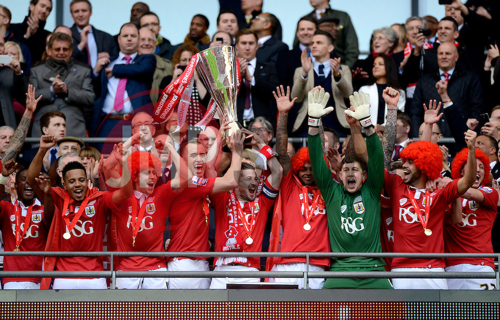 Bristol City lift the JPT Trophy  - Photo mandatory by-line: Joe Meredith/JMP - Mobile: 07966 386802 - 22/03/2015 - SPORT - Football - London - Wembley Stadium - Bristol City v Walsall - Johnstone Paint Trophy Final