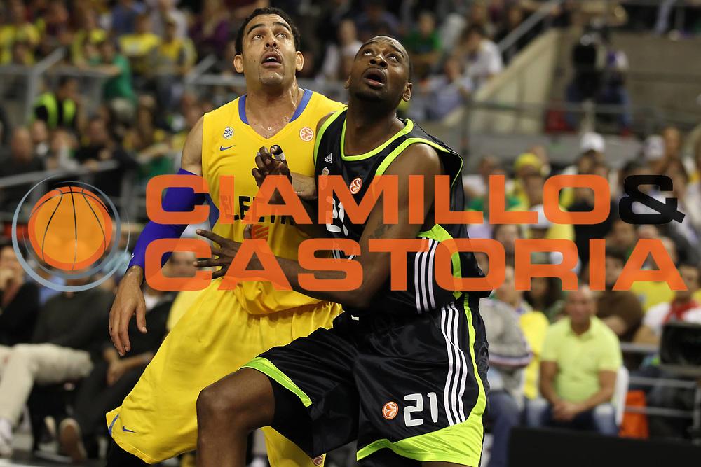 DESCRIZIONE : Barcellona Barcelona Eurolega Eurolegue 2010-11 Final Four Semifinale Semifinal Maccabi Elettra Tel Aviv Real Madrid<br /> GIOCATORE : David Blu D'Or Fischer<br /> SQUADRA : Real Madrid Maccabi Elettra Tel Aviv<br /> EVENTO : Eurolega 2010-2011<br /> GARA : Maccabi Elettra Tel Aviv Real Madrid<br /> DATA : 06/05/2011<br /> CATEGORIA : rimbalzo difesa<br /> SPORT : Pallacanestro<br /> AUTORE : Agenzia Ciamillo-Castoria/ElioCastoria<br /> Galleria : Eurolega 2010-2011<br /> Fotonotizia : Barcellona Barcelona Eurolega Eurolegue 2010-11 Final Four Semifinale Semifinal Maccabi Elettra Tel Aviv Real Madrid<br /> Predefinita :