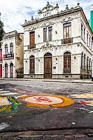 Ruas decoradas no entorno da Praça XV de Novembro para a Procissão de Corpus Christi. Florianópolis, Santa Catarina, Brasil. / Decorated streets for the Corpus Christi Procession. Florianopolis, Santa Catarina, Brazil.