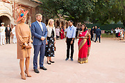 Zijne Majesteit Koning Willem-Alexander en Hare Majesteit Koningin Máxima brengen op uitnodiging van president Ram Nath Kovind een staatsbezoek aan de Republiek India.<br /> <br /> His Majesty King Willem-Alexander and Her Majesty Queen Máxima on a state visit to the Republic of India at the invitation of President Ram Nath Kovind.<br /> <br /> Op de foto / On the photo: Koning Willem-Alexander en koningin Maxima poseren bij het mausoleum van Safjardung in New Delhi./// King Willem-Alexander and Queen Maxima pose at the mausoleum of Safjardung in New Delhi.
