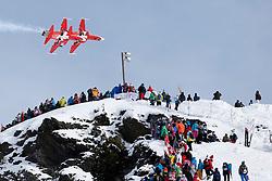 19.01.2013, Lauberhornabfahrt, Wengen, SUI, FIS Weltcup Ski Alpin, Abfahrt, Herren, im Bild Zuschauer verfolgen auf dem Hundschopf die Patrouille Suiss // during mens downhillrace of FIS Ski Alpine World Cup at the Lauberhorn downhill course, Wengen, Switzerland on 2013/01/19. EXPA Pictures © 2013, PhotoCredit: EXPA/ Freshfocus/ Christian Pfander..***** ATTENTION - for AUT, SLO, CRO, SRB, BIH only *****