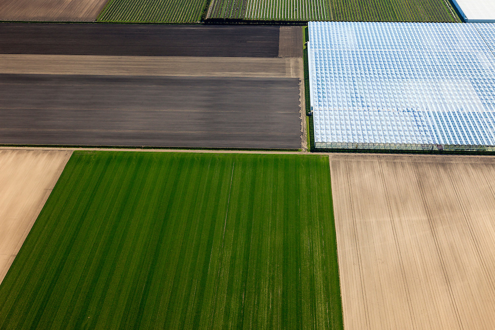 Nederland, Flevoland, Noordoostpolder (NOP), 01-05-2013; detail kassencomplexen in de Noordoostpolder. Lindenweg ten westen van Luttelgeest<br /> Cultivation under glass and farmland near the village of Luttelgeest in the polder (Noordoostpolder).<br /> luchtfoto (toeslag op standard tarieven)<br /> aerial photo (additional fee required)<br /> copyright foto/photo Siebe Swart