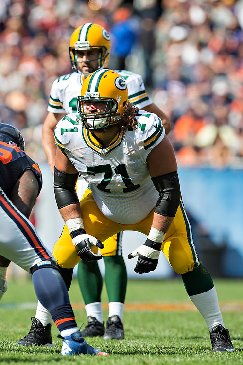 CHICAGO, IL - SEPTEMBER 13:  Josh Sitton #71 of the Green Bay Packers prepares to block during a game against the Chicago Bears at Soldier Field on September 13, 2015 in Chicago, Illinois.  The Packers defeated the Bears 31-23.  (Photo by Wesley Hitt/Getty Images) *** Local Caption *** Josh Sitton
