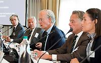 SOESTDUINEN - Voorzitter Ronald Pfeiffer (m) neemt afscheid. Algemene Ledenvergadering van de NGF (Nederlandse Golf Federatie) met bestuurswisseling. COPYRIGHT KOEN SUYK