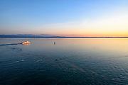See bei Sonnenuntergang, Friedrichshafen, Bodensee, Baden-Württemberg, Deutschland