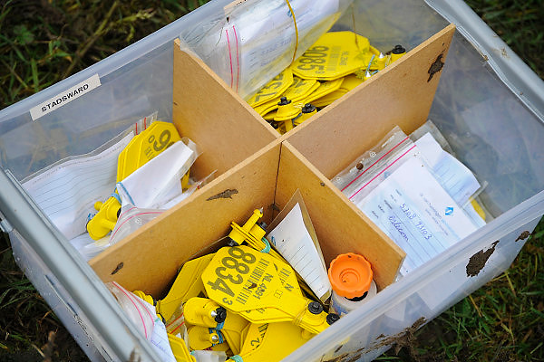 Nederland, Kekerdom, 10-11-2010Een doos met oormerken staat klaar om bij runderen aangebracht te worden.Foto: Flip Franssen/Hollandse Hoogte