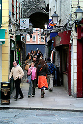 IRELAND DUBLIN 6FEB06 - Pedestrians walk in Dublin's trendy Temple Bar district.. . jre/Photo by Jiri Rezac. . © Jiri Rezac 2006. . Contact: +44 (0) 7050 110 417. Mobile:  +44 (0) 7801 337 683. Office:  +44 (0) 20 8968 9635. . Email:   jiri@jirirezac.com. Web:    www.jirirezac.com. . © All images Jiri Rezac 2006 - All rights reserved.