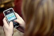 Nederland, Ubbergen, 29-1-2014Een vrouw, meisje, bezig met social media.Foto: Flip Franssen/Hollandse Hoogte