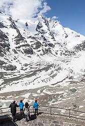 THEMENBILD - die Grossglockner Hochalpenstrasse. Die hochalpine Gebirgsstrasse verbindet die beiden oesterreichischen Bundeslaender Salzburg und Kaernten mit einer Laenge von 48 Kilometer. Sie ist als Erlebnisstrasse vorrangig von touristischer Bedeutung und das Befahren ist fuer Kraftfahrzeuge mautpflichtig, im Bild Touristen blicken von der Kaiser-Franz-Josefs-Höhe auf dem Großglockner (3.798 m) und den längsten Gletscher der Ostalpen, die Pasterze, aufgenommen am 24.05.2014 // ILLUSTRATION - the Grossglockner High Alpine Road. The high alpine mountain road connects the two Austrian federal states of Salzburg and Carinthia with a length of 48 kilometers. It is as a matter of priority road experience of tourist importance and for driving motor vehicles is a toll road. Picture taken on 2014/05/24. EXPA Pictures © 2014, PhotoCredit: EXPA/ JFK