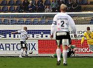 05.05.2008, Tehtaankentt?, Valkeakoski, Finland..Veikkausliiga 2008 - Finnish League 2008.FC Haka - Kuopion Palloseura.Mikko Innanen vie Hakan 1-0 johtoon.©Juha Tamminen.....ARK:k
