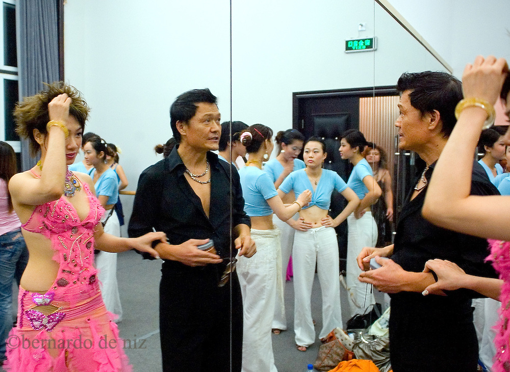 Chines salsa dancers during a Latin dance contest in Beijing, China. / Photo: Bernardo De Niz