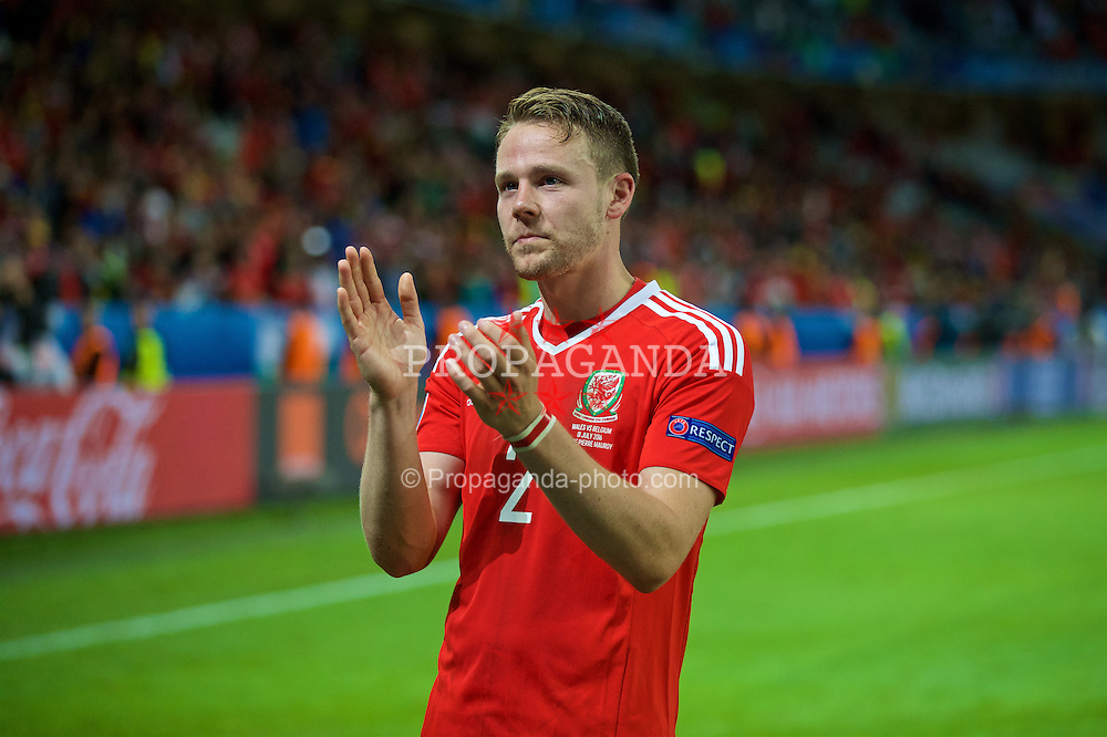 LILLE, FRANCE - Friday, July 1, 2016: Wales' Chris Gunter celebrates after a 3-1 victory over Belgium and reaching the Semi-Final with David Cotterill and Neil Taylor during the UEFA Euro 2016 Championship Quarter-Final match at the Stade Pierre Mauroy. (Pic by David Rawcliffe/Propaganda)