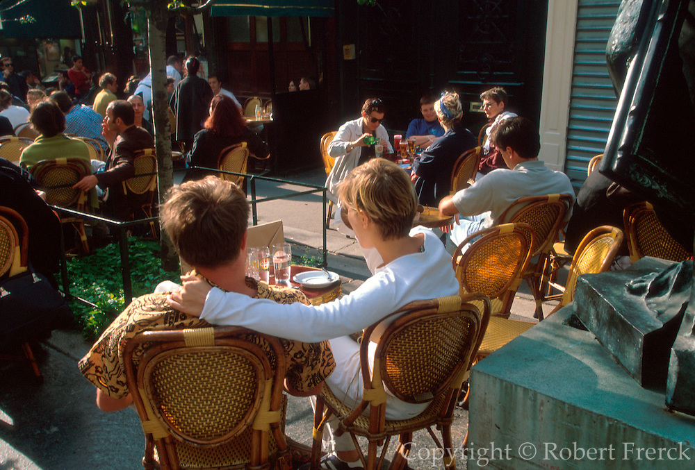 FRANCE, PARIS, LEFT BANK La Palette cafe and restaurant in St. Germain, famous haunt of artists, bohemians and film makers