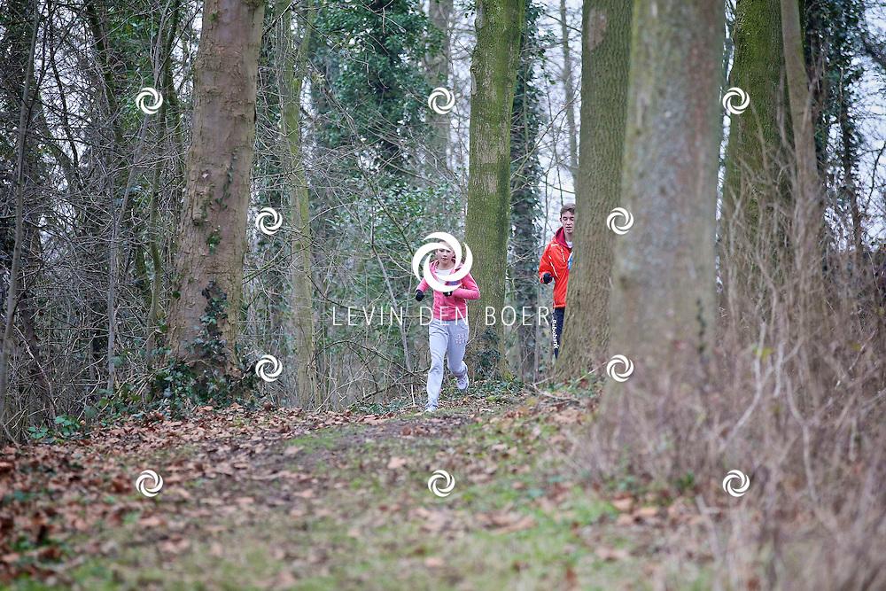 ZALTBOMMEL - In de bossen van Zaltbommel hield de organisatie van de eerste Singelcross een training om het parcour te verkennen. FOTO LEVIN DEN BOER - PERSFOTO.NU