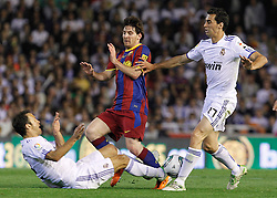 20-04-2011 VOETBAL: COPA DEL REY FC BARCELONA - REAL MADRID: VALENCIA<br /> Lionel Messi (c) and Real Madrids Ricardo Carvalho (l) and Alvaro Arbeloa (r)  <br /> **NETHERLANDS ONLY**<br /> ©2011-FRH/EXPA/ Alterphotos/ Acero