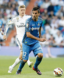 23.05.2015, Estadio Santiago Bernabeu, Madrid, ESP, Primera Division, Real Madrid vs FC Getafe, 38. Runde, im Bild Real Madrid's Toni Kroos (l) and Getafe's Juan Rodriguez // during the Spanish Primera Division 38th round match between Real Madrid CF and Getafe FCat the Estadio Santiago Bernabeu in Madrid, Spain on 2015/05/23. EXPA Pictures &copy; 2015, PhotoCredit: EXPA/ Alterphotos/ Acero<br /> <br /> *****ATTENTION - OUT of ESP, SUI*****