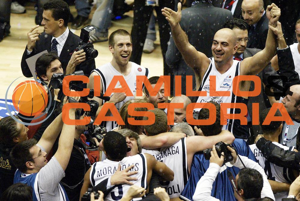 DESCRIZIONE : Forli Lega A1 2005-06 Coppa Italia Final Eight Tim Cup Carpisa Napoli Lottomatica Virtus Roma <br /> GIOCATORE : Team Napoli Morena Tifosi <br /> SQUADRA : Carpisa Napoli <br /> EVENTO : Campionato Lega A1 2005-2006 Coppa Italia Final Eight Tim Cup Finale <br /> GARA : Carpisa Napoli Lottomatica Virtus Roma <br /> DATA : 19/02/2006 <br /> CATEGORIA : Esultanza <br /> SPORT : Pallacanestro <br /> AUTORE : Agenzia Ciamillo-Castoria/L.Moggi <br /> Galleria : Coppa Italia 2005-2006 <br /> Fotonotizia : Forli Campionato Italiano Lega A1 2005-2006 Coppa Italia Final Eight Tim Cup Finale Carpisa Napoli Lottomatica Virtus Roma <br /> Predefinita : si