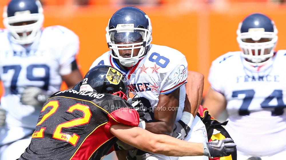 16.07.2011, Ernst Happel Stadion, Wien, AUT, American Football WM 2011, Germany (GER) vs France (FRA), im Bild Anthony Dable (France, #8, REC ) gets stopped by Steve Nzeocha (Germany, #43, LB) and Mario Schmitt (Germany, #22, DB)  // during the American Football World Championship 2011 game, Germany vs France, at Ernst Happel Stadion, Wien, 2011-07-16, EXPA Pictures © 2011, PhotoCredit: EXPA/ T. Haumer