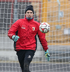 17.02.2015, Trainingsgelände, Augsburg, GER, 1. FBL, FC Augsburg, Training, im Bild Marwin Hitz (Torwart FC Augsburg #35) fixiert den Ball, // during a trainingssession of the german 1st bundesliga club FC Augsburg at the Trainingsgelände in Augsburg, Germany on 2015/02/17. EXPA Pictures © 2015, PhotoCredit: EXPA/ Eibner-Pressefoto/ Krieger<br /> <br /> *****ATTENTION - OUT of GER*****