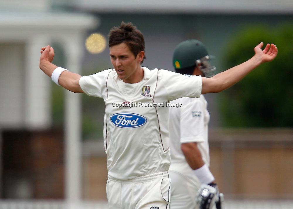 NZ XI's Trent Boult warms up to bowl. International Cricket, New Zealand XI v Pakistan, Day 2, Cobham Oval Whangarei, Monday 3rd January 2011. Photo: Shane Wenzlick / www.photosport.co.nz