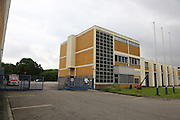 Mannheim. 28.06.16 Rheinau. Feuerwache Süd. Das 60 Jahre alte Gebäude zeigt nun Schäden, die es gilt zu sanieren. In einer Machbarkeitsstudie soll gezeigt werden, inwieweit sich Sanierungen gegenüber einem Neubau rechnen lassen.<br /> <br /> <br /> Bild: Markus Prosswitz 28JUN16 / masterpress (Bild ist honorarpflichtig - No Model Release!)