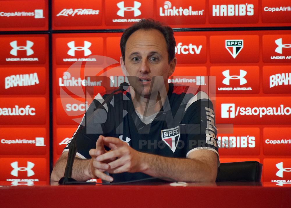 SÃO PAULO,SP - 24.09.2015 - FUTEBOL-SÃO PAULO - Rogério Ceni, concede entrevista coletiva, após o treino técnico na tarde dessa quinta-feira,24 no CT da Barra Funda. (Foto: Eduardo Carmim/Brazil Photo Press)