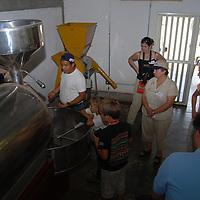 Recorrido por la  fabrica ¨Chocolate La flor de Birongo¨ una asociación civil apoyada por Fundación Empresas Polar en la población de Birongo, Edo. Miranda. Venezuela