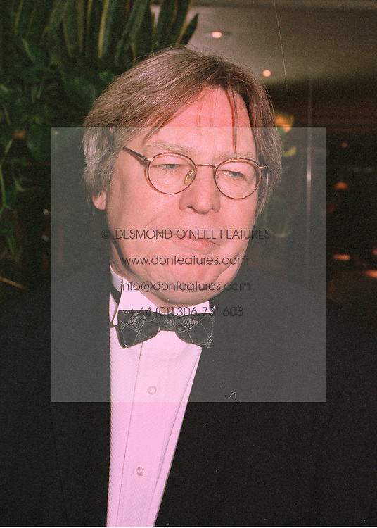 Film director ALAN PARKER at a reception in London on 5th March 1998.<br /> MFZ 26