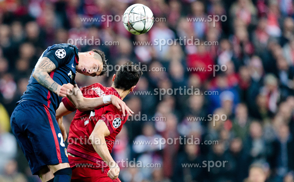 03.05.2016, Allianz Arena, Muenchen, GER, UEFA CL, FC Bayern Muenchen vs Atletico Madrid, Halbfinale, Rueckspiel, im Bild Jose Gimenez (Atletico Madrid), Robert Lewandowski (FC Bayern Muenchen) // Jose Gimenez (Atletico Madrid) Robert Lewandowski (FC Bayern Muenchen) during the UEFA Champions League semi Final, 2nd Leg match between FC Bayern Munich and Atletico Madrid at the Allianz Arena in Muenchen, Germany on 2016/05/03. EXPA Pictures © 2016, PhotoCredit: EXPA/ JFK